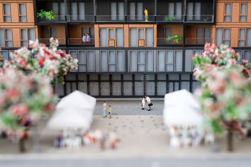 Miniaturowy model, miniatura zabawkarscy budynki, samochody i ludzie, Miasta maquette zdjęcia royalty free