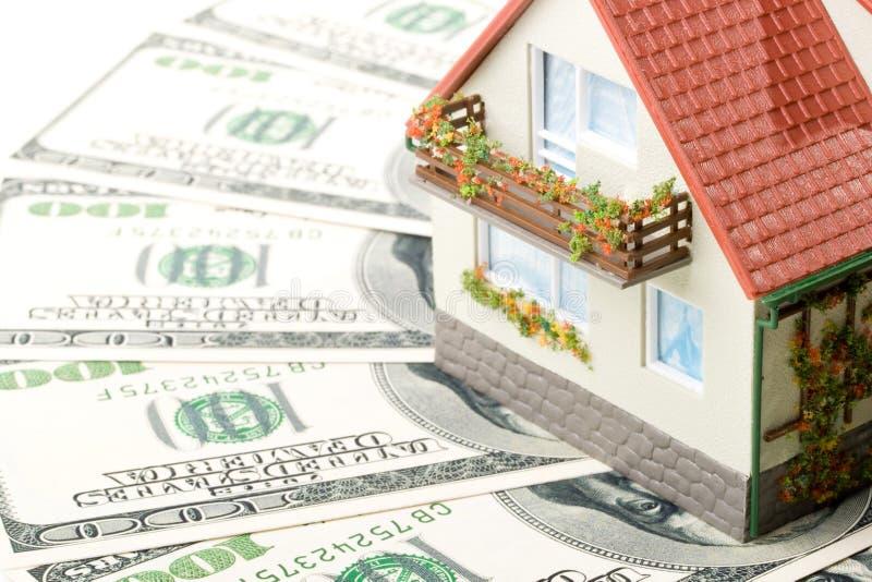 miniaturowy pieniędzy w domu obrazy stock