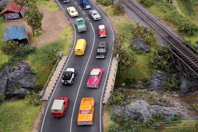 Miniatuur overvol wegenverkeer met vele auto's in de straat royalty-vrije stock afbeelding