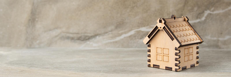 Miniatuur van het concept van blokhuisonroerende goederen stock fotografie