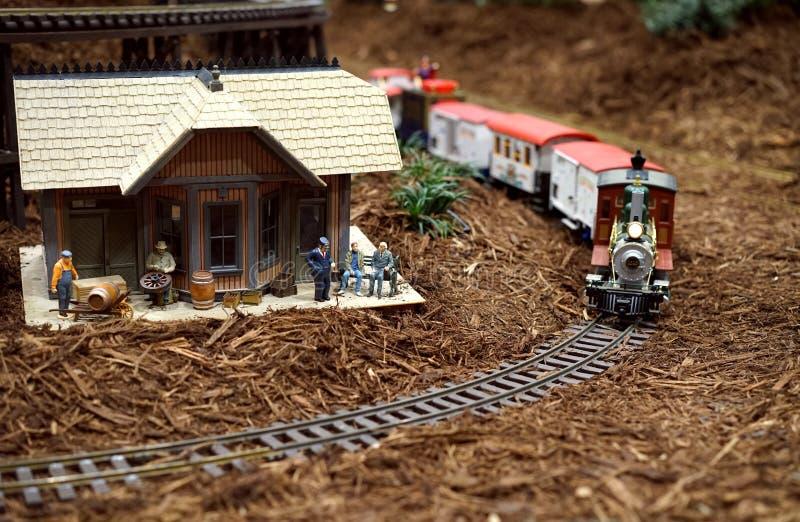 Miniatuur westelijke treinscène stock afbeelding
