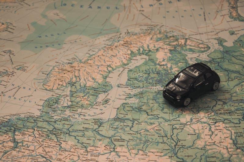 Miniatuurauto over kaart van de Oostzee royalty-vrije stock afbeeldingen