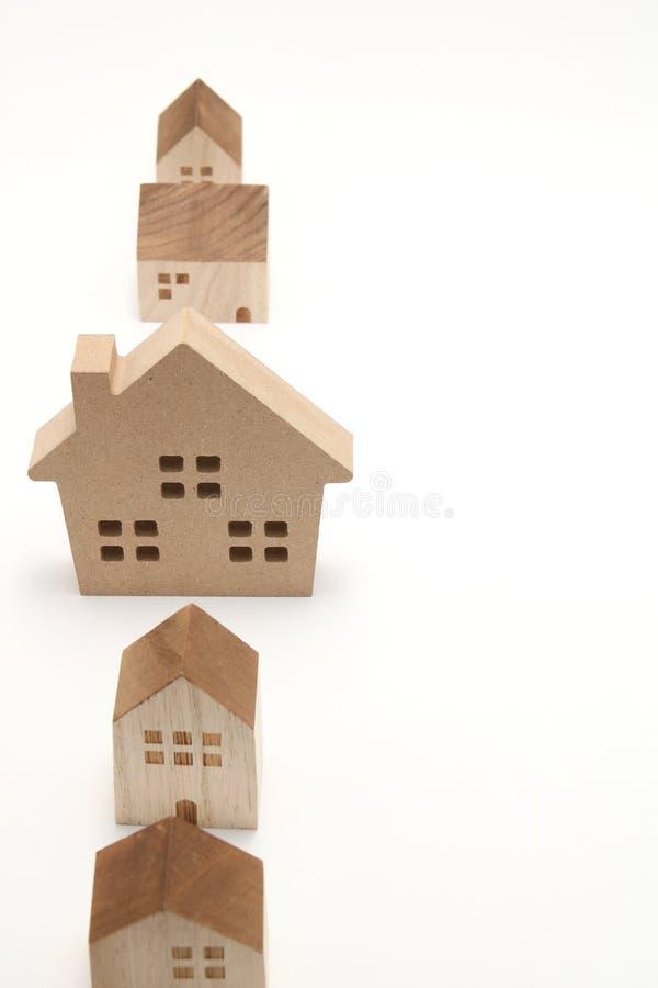 Miniatuurhuizen op witte achtergrond royalty-vrije stock afbeeldingen