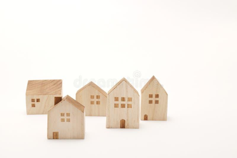 Miniatuurhuizen op witte achtergrond De bouw royalty-vrije stock afbeelding