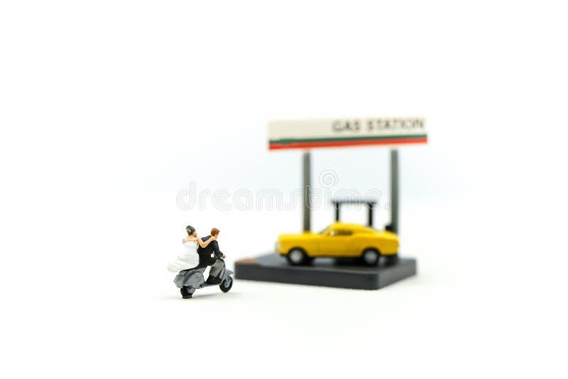 Miniatuurmensen: Paar van de Motorfiets van liefdemotorrijders op G stock afbeelding