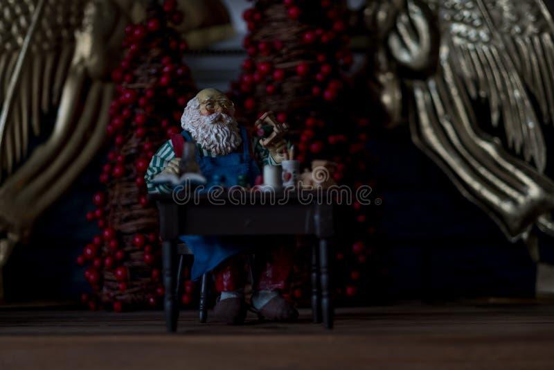 Miniatuursanta claus-beeldje royalty-vrije stock afbeeldingen
