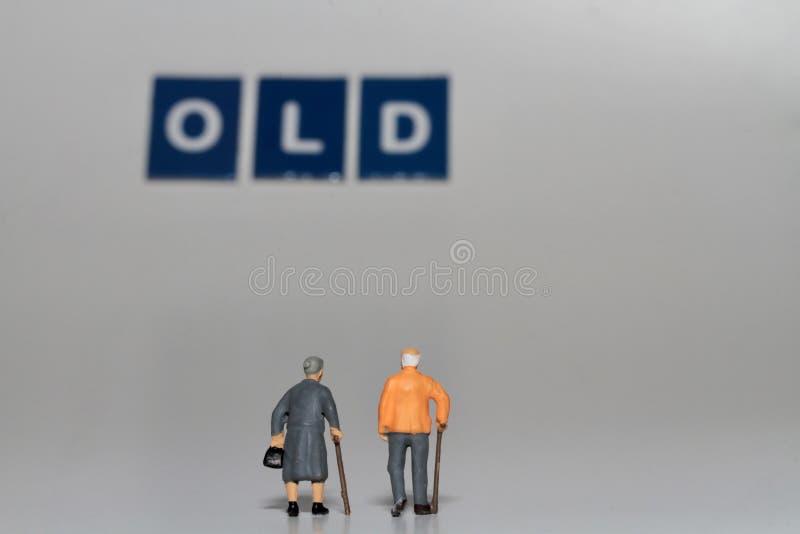 Miniatyr av gamla människor royaltyfri bild