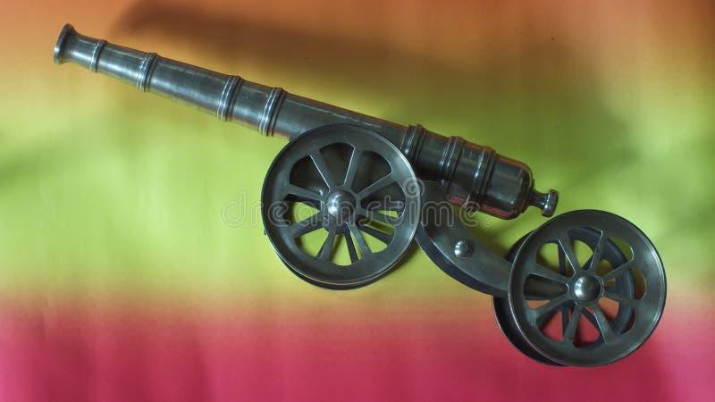 Miniatyrantik kanon hemma arkivbilder