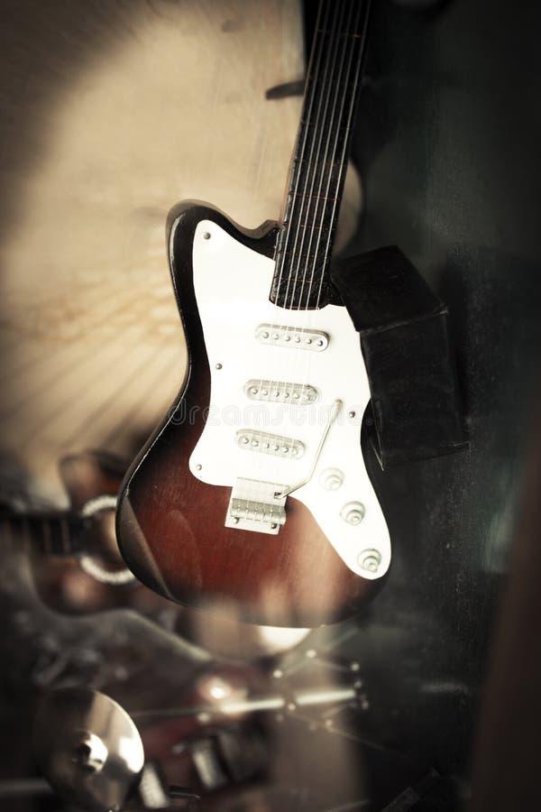 Miniatyrelektrisk gitarr royaltyfri fotografi