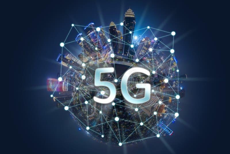 MiniatyrJakarta stad med system för nätverk 5G arkivfoto