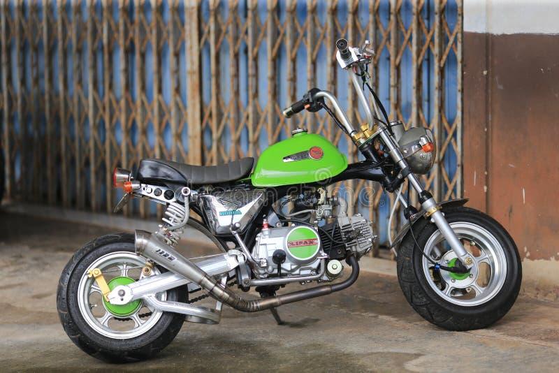 Minibike 1969 da fuga de Honda Monkey Z50 um mini foto de stock