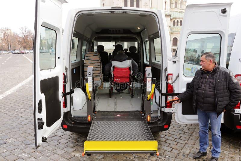 Minibuss för fysiskt rörelsehindrat folk fotografering för bildbyråer