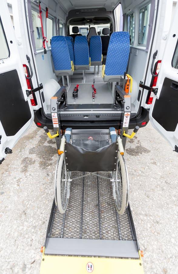 Minibussen inaktiverade fysiskt royaltyfria foton