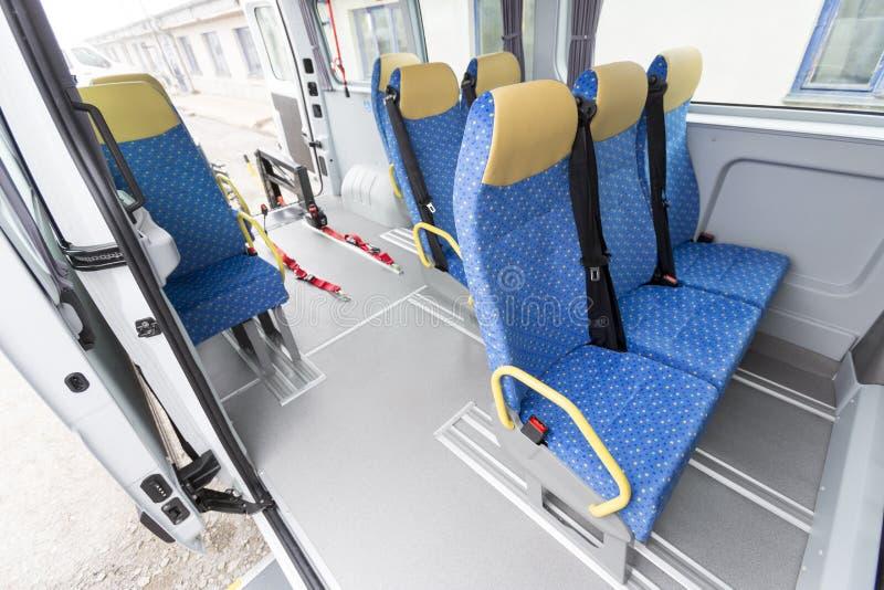 Minibussen inaktiverade fysiskt royaltyfri fotografi