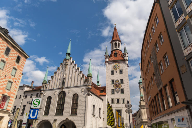 MINICH - JUN 08, 2015: München, Oud Stadhuis met Toren, Beieren, Duitsland stock foto