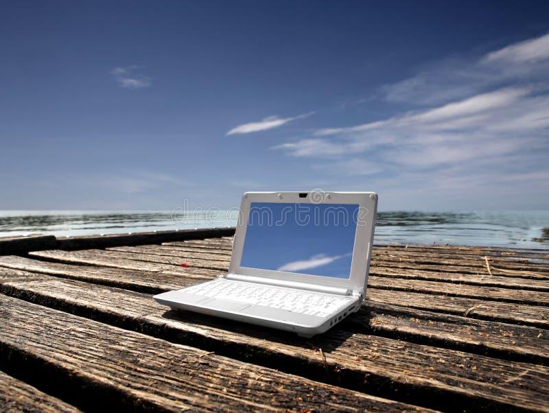 minidator arkivbild