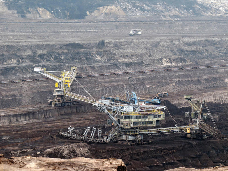 Miniera di carbone con la benna da scavo fotografia stock