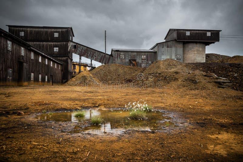 Miniera di rame anziana Gamle Storwartz Miniera abbandonata vicino a Roros immagini stock libere da diritti