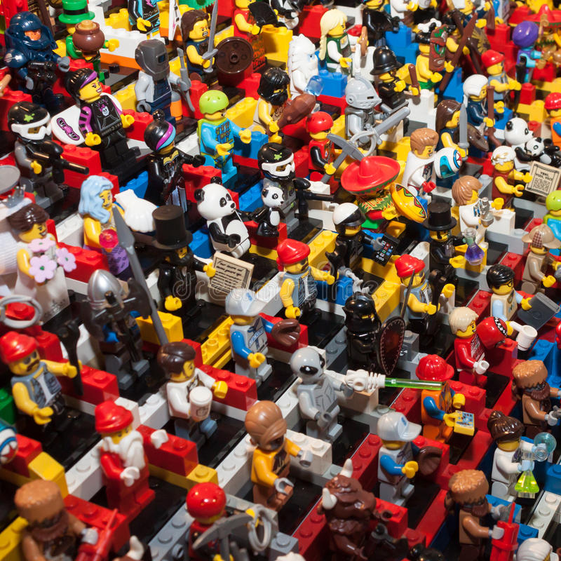 Minifigures de Lego en Cartoomics 2014 imagen de archivo libre de regalías