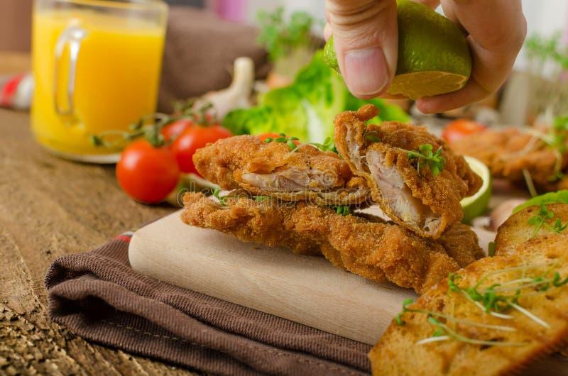 Minikoteletten - schnitzels stock afbeeldingen
