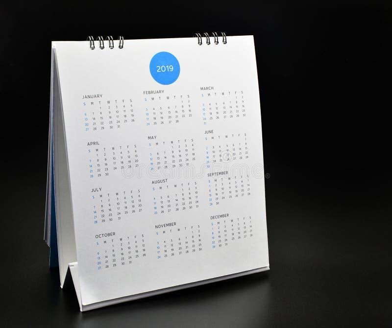Minimaal kalender 2019 model op zwarte achtergrond royalty-vrije stock foto
