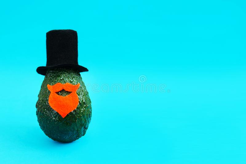 Minimaal origineel avocadoconcept voor van de partijuitnodigingen en vakantie groetkaarten royalty-vrije stock foto's
