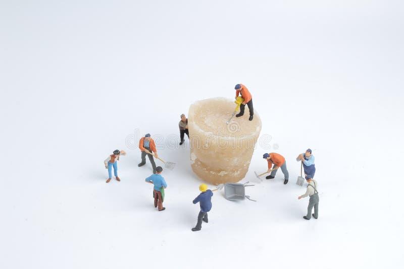Minimale Arbeitskräfte mit Eis der Natur lizenzfreie stockfotos