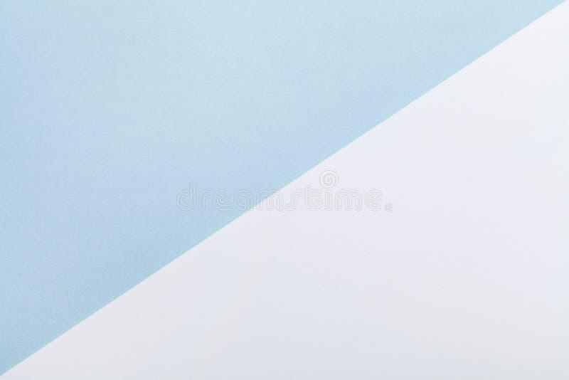 Minimaler geometrischer Pastellhintergrund Farbe des blauen und Weißbuches in der Ebene legen Art stockfoto