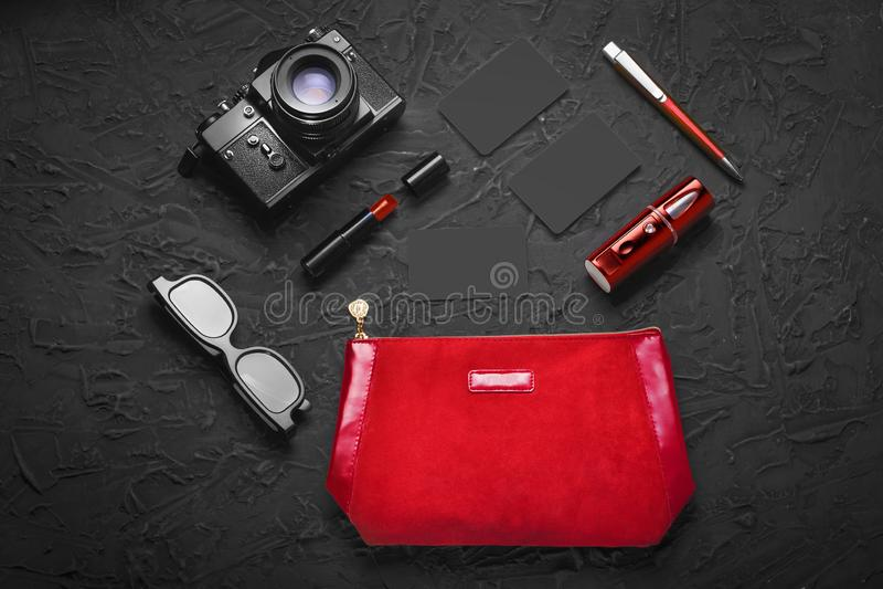 Minimalism, paparazzi, concept, spionageconcept, zaken, industriële spionage, 8 September, Internationale Journalist Day, royalty-vrije stock foto
