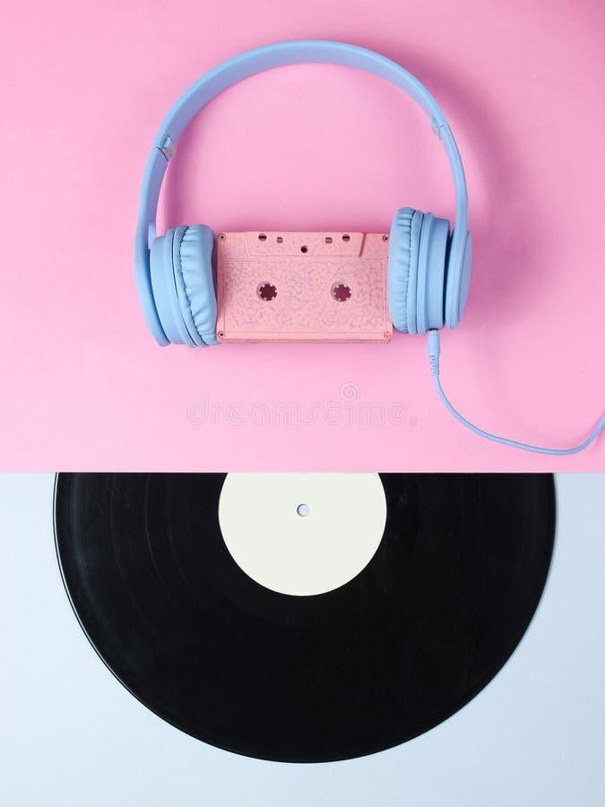 minimalisme R?tro type Casque avec la cassette sonore photographie stock libre de droits