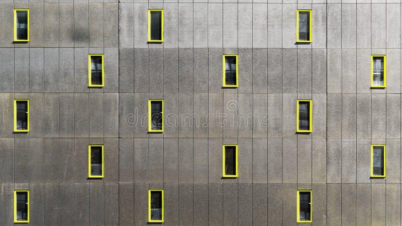Minimalismo en diseño de la arquitectura en la pared fotos de archivo