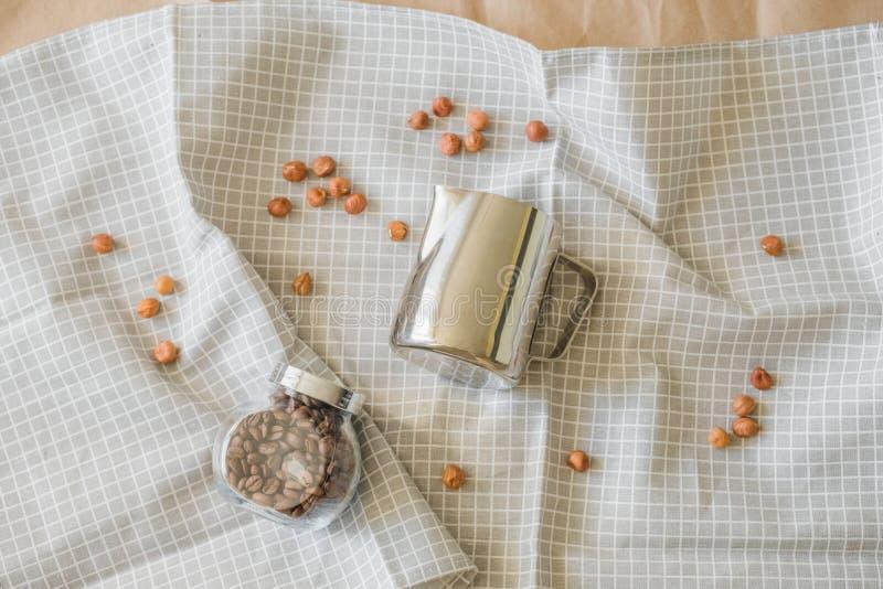 Minimalismus in der Nahrungsmittelphotographie auf einem Kaffeethema lizenzfreie stockbilder