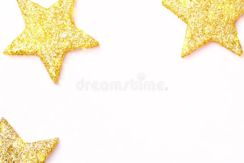 Minimalist mall f?r kort f?r baner f?r affisch f?r nytt ?r f?r jul Guld- dekorativa stjärnor, i att blänka bokehkonfettiljus arkivbilder