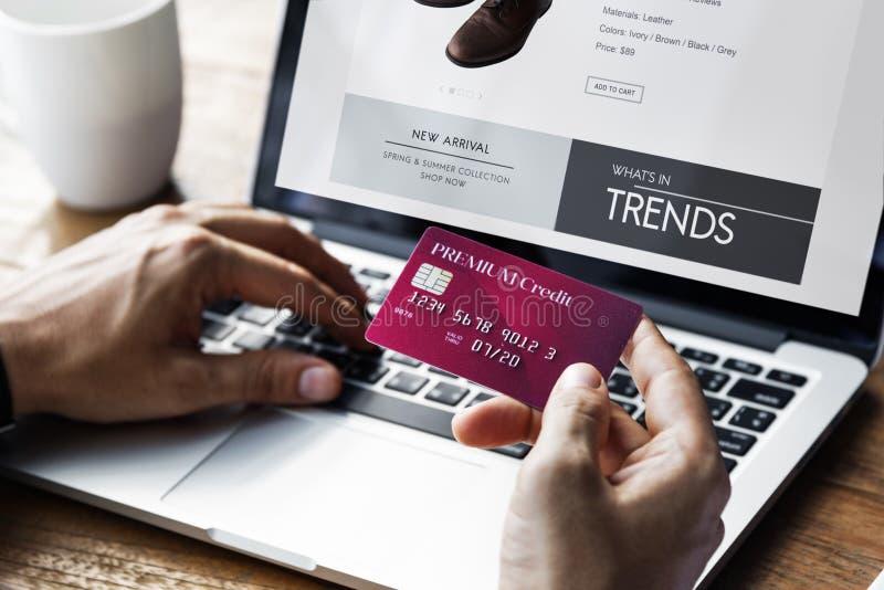 Minimalist online-E-shopping för livsstil begrepp royaltyfri fotografi