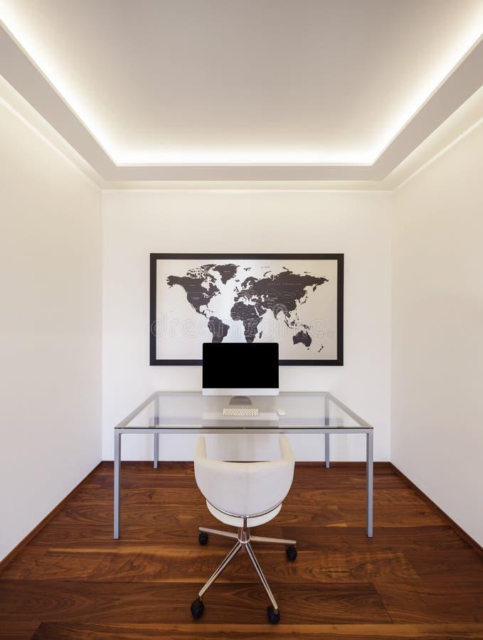 Minimaliste moderne de bureau, intérieurs photographie stock libre de droits