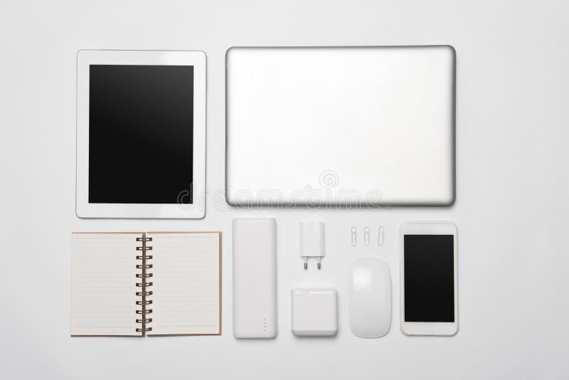 minimalistic套白色企业辅助部件和数字式dev 免版税库存照片