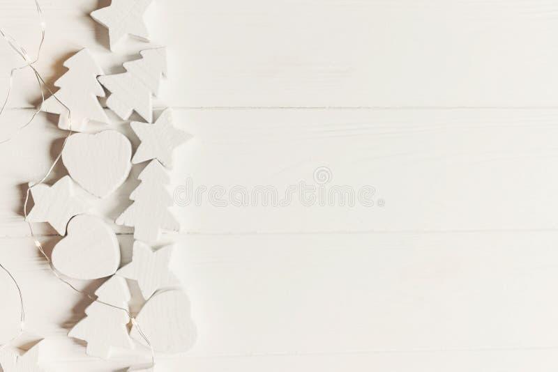 Minimalistic jul sänker lekmanna- enkel tränolla för vit jul arkivfoton