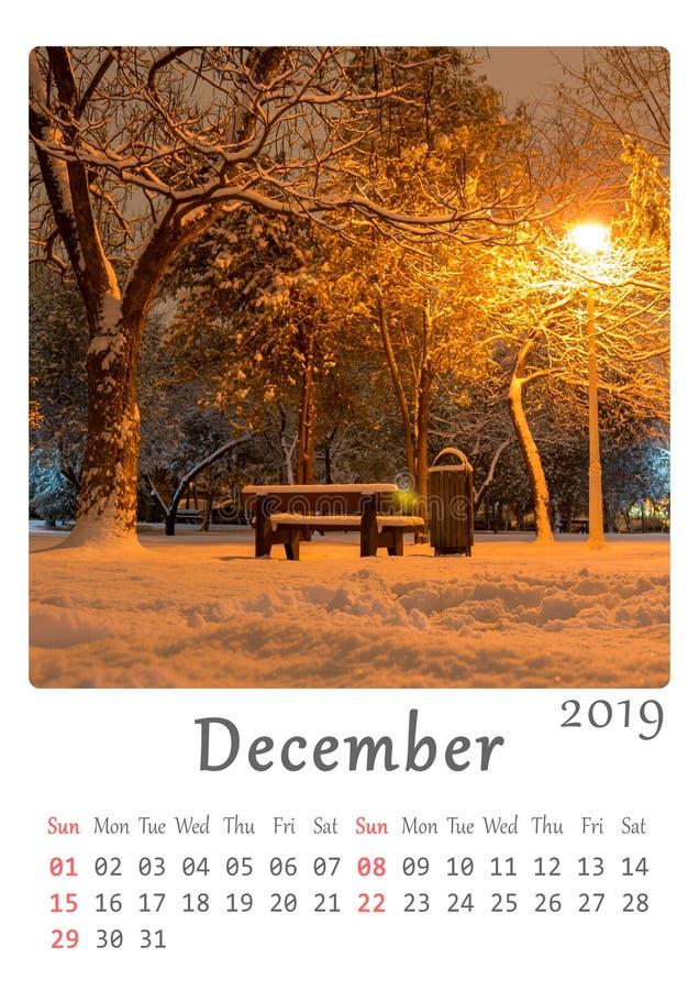 A4 minimalistische de aardkalender van voor het drukken geschikte 2019 - maand van December royalty-vrije illustratie