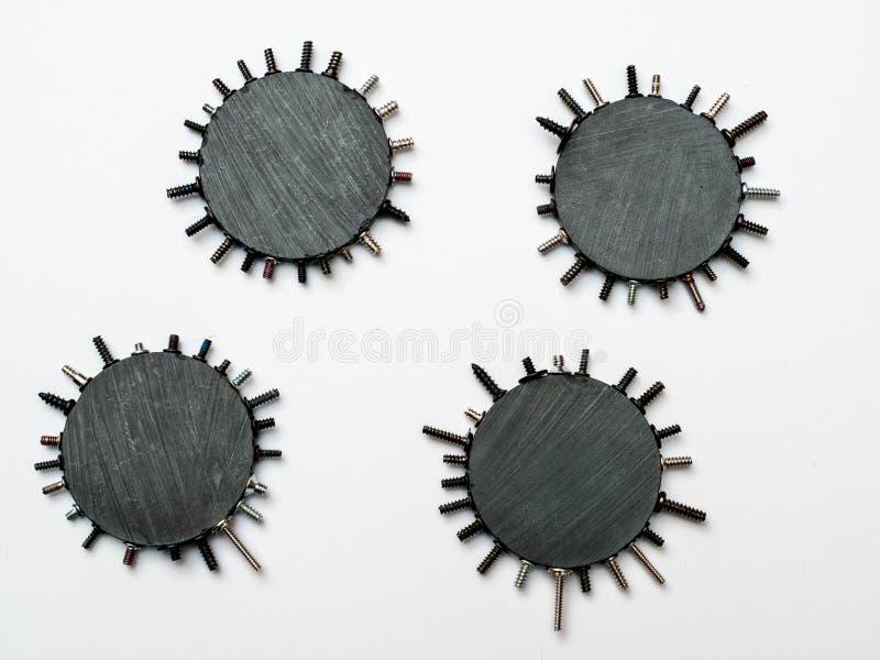 Minimalistische Macroconcepten witth Magneten en Technische Elementen stock fotografie