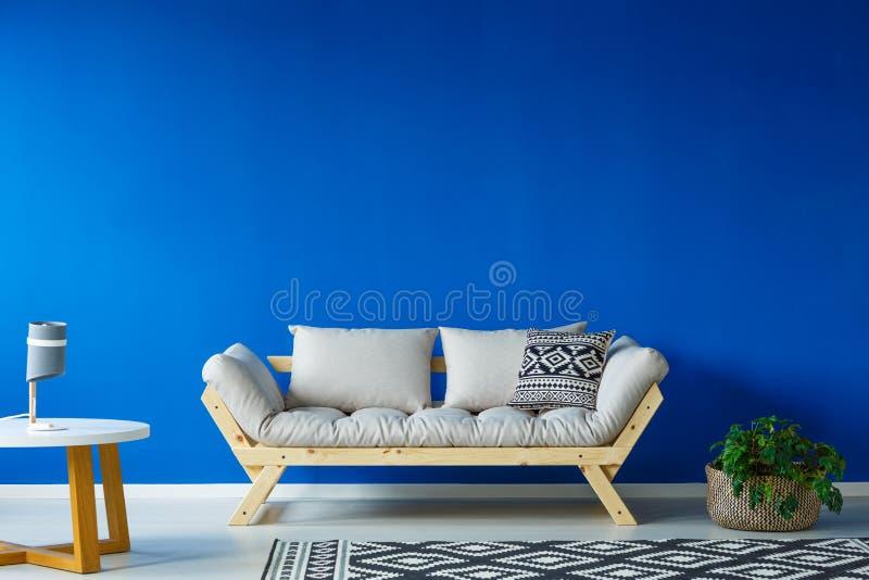 Minimalisty stylowy żywy pokój obraz royalty free
