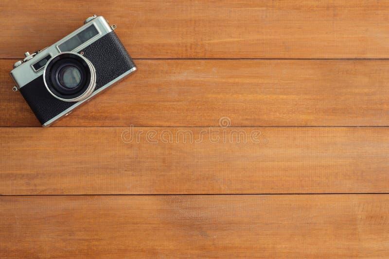 Minimalna pracy przestrzeń - Kreatywnie mieszkania nieatutowa workspace biurko fotografia Biurowego biurka drewniany stół z starą obrazy stock