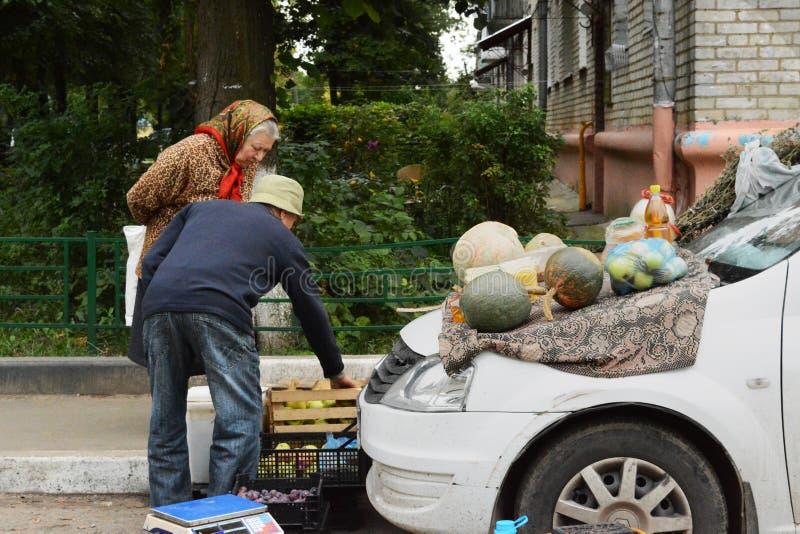 Minimarket in der Moskau-Region lizenzfreie stockfotos