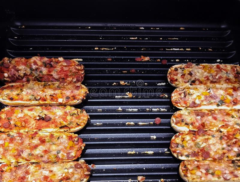 Minipizza für Verkauf am Markt lizenzfreie stockfotografie