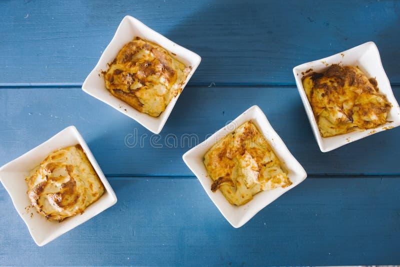 Minisoufflé van kaas en ham royalty-vrije stock afbeelding