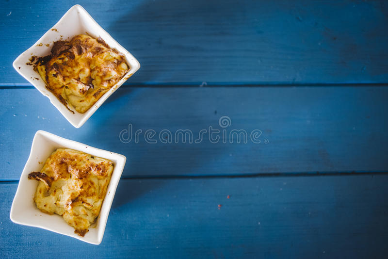 Minisoufflé van kaas en ham stock fotografie