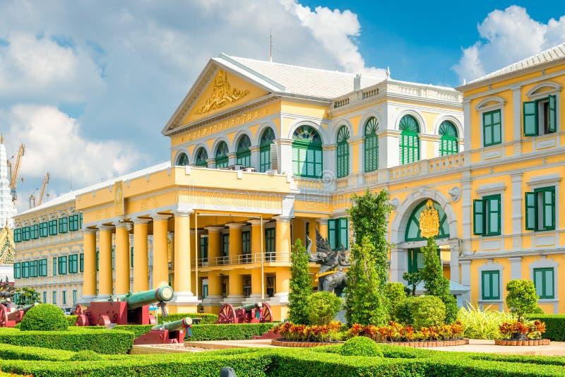Ministério da construção bonita da defesa na cor amarela foto de stock