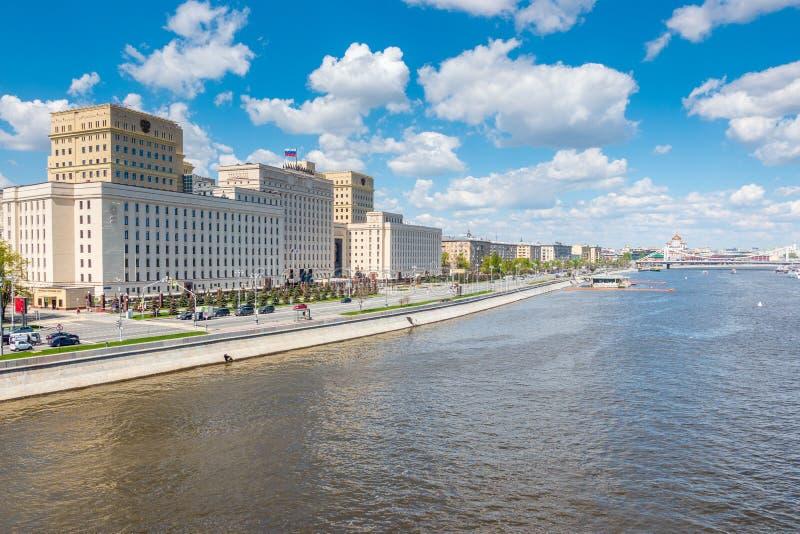 Ministério de Defesa da Federação Russa em Frunze Embankment em Moscou imagens de stock royalty free