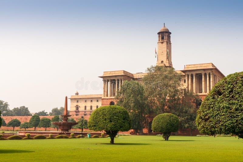 Ministeri vicino a Rashtrapati Bhavan a Nuova Delhi, India immagine stock