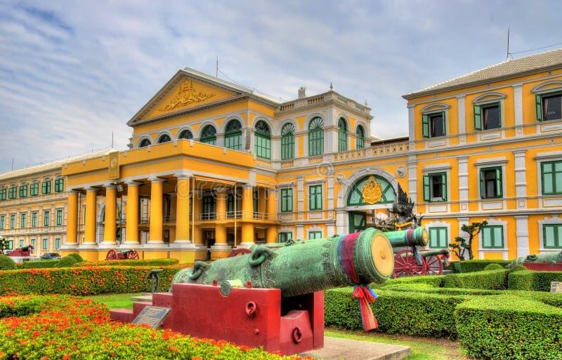 Ministerie van Defensie in Bangkok stock afbeeldingen