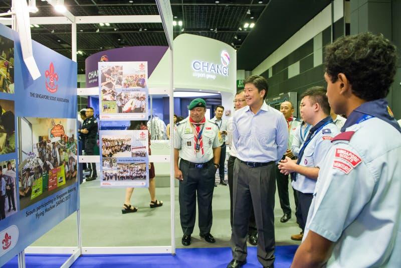 Ministre cabines de visita de Ng Chee Meng na casa aberta da aviação imagem de stock royalty free